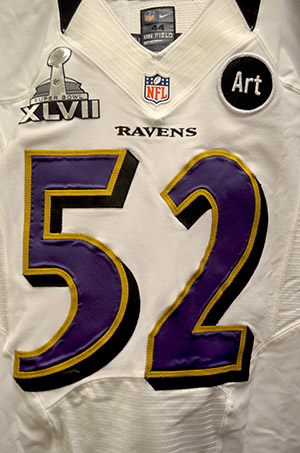 The jerseys aren t much different than the ones worn during the season. The  only difference is that the equipment staffs placed the Super Bowl patch on  the ... 5c3758247
