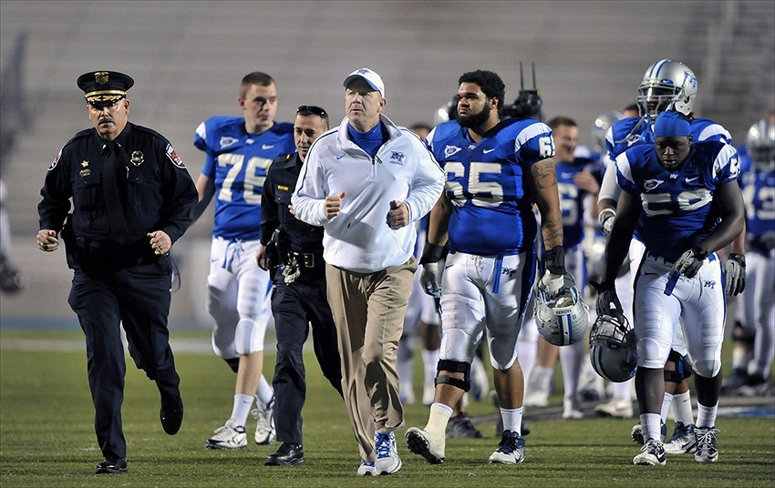 NCAA referee stops football game, tells Middle Tennessee ...