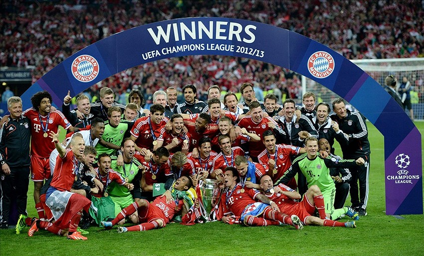 Uefa champions league 2013 14 match day 6 results may 25 2013 london united kingdom bayern munich players and coaches pose for a team photo after the champions league final against borussia dortmund at voltagebd Choice Image