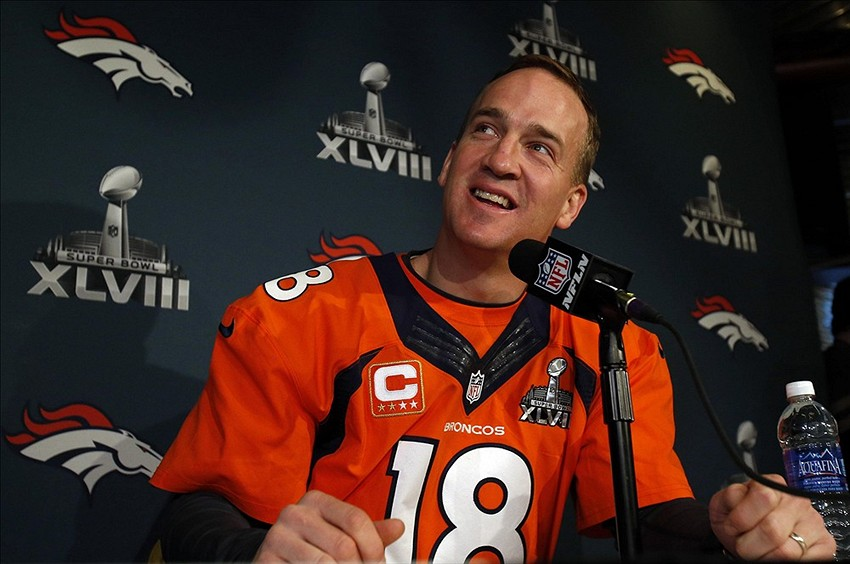 brand new aa543 d74fa Super Bowl 48: Couple wears split Peyton Manning, Russell ...