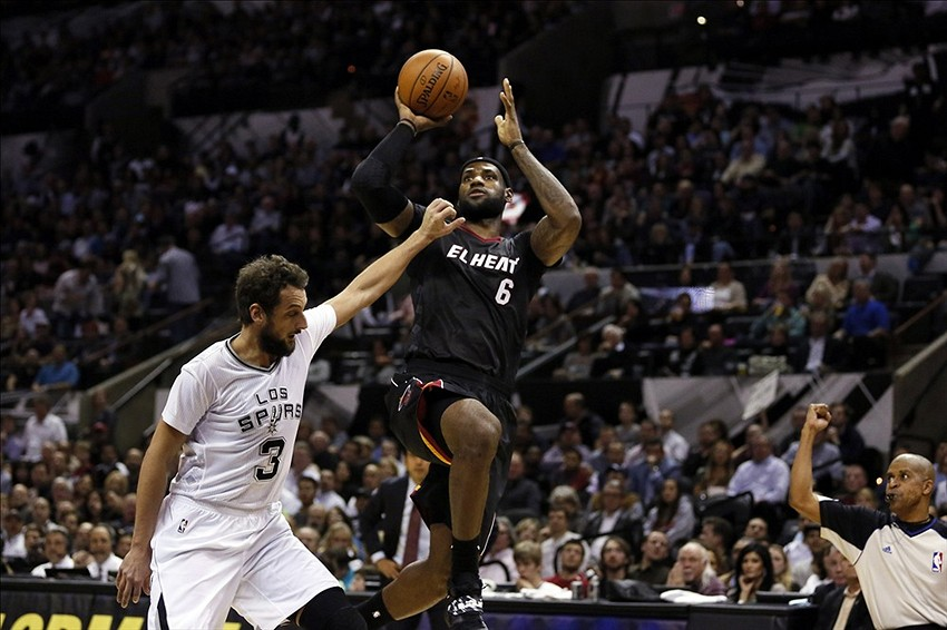 LeBron James blames sleeves for bad shooting in loss to San Antonio Spurs