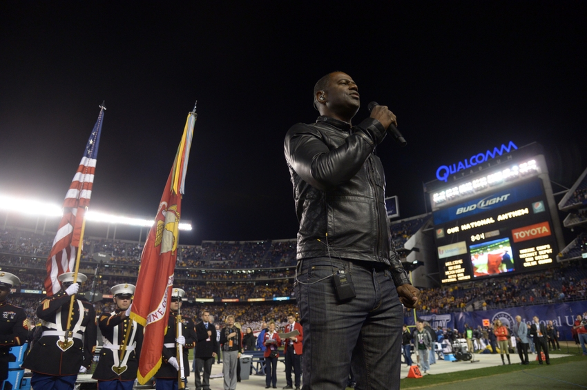 Brian McKnight sings national anthem at NFC Wild Card Game