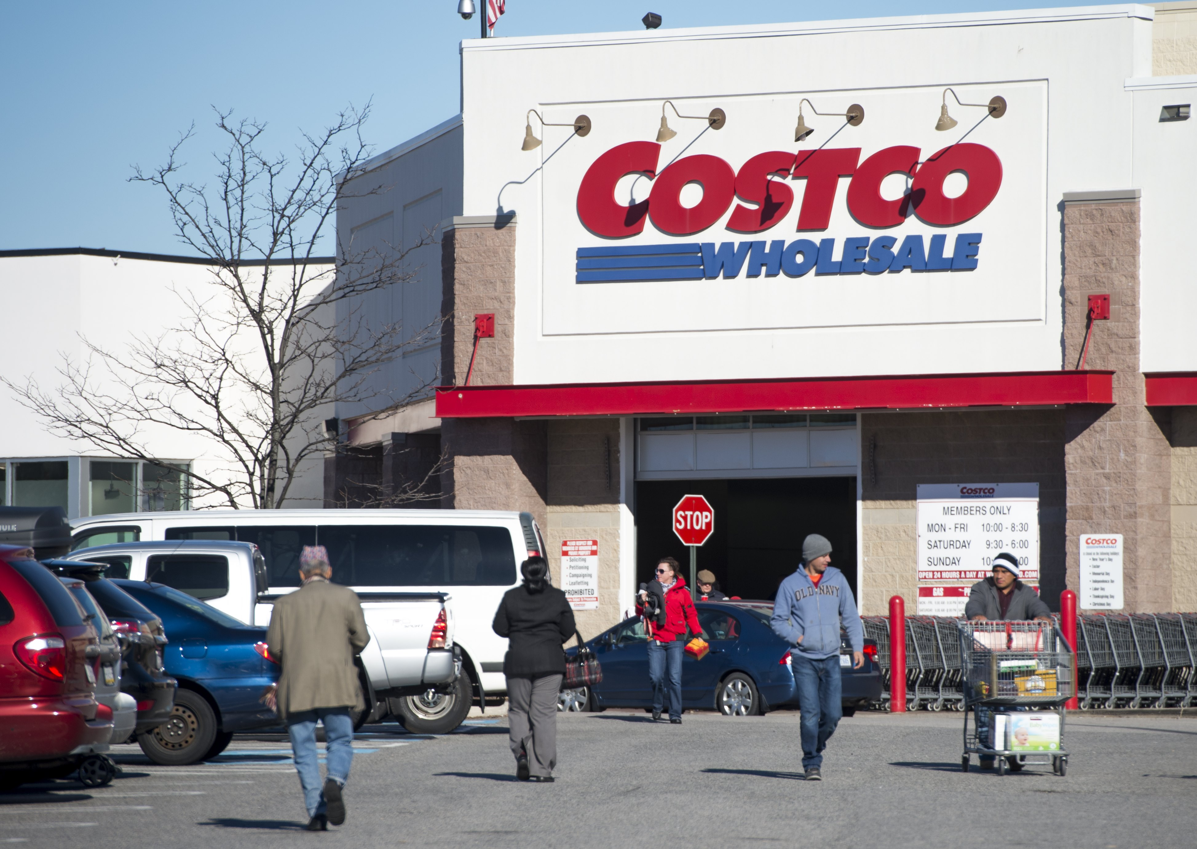 Is Costco open on holidays?