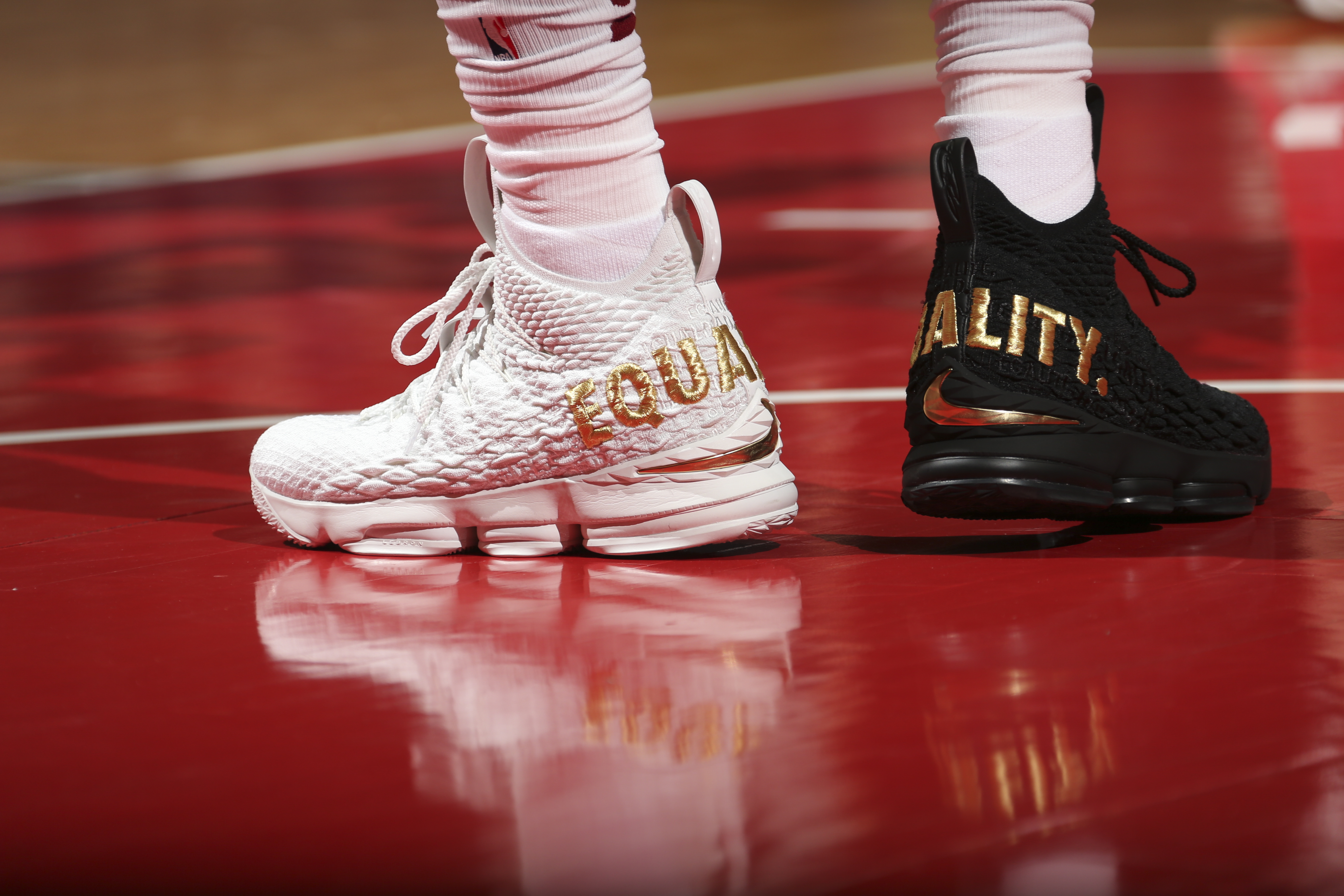 LeBron James wear one white shoe