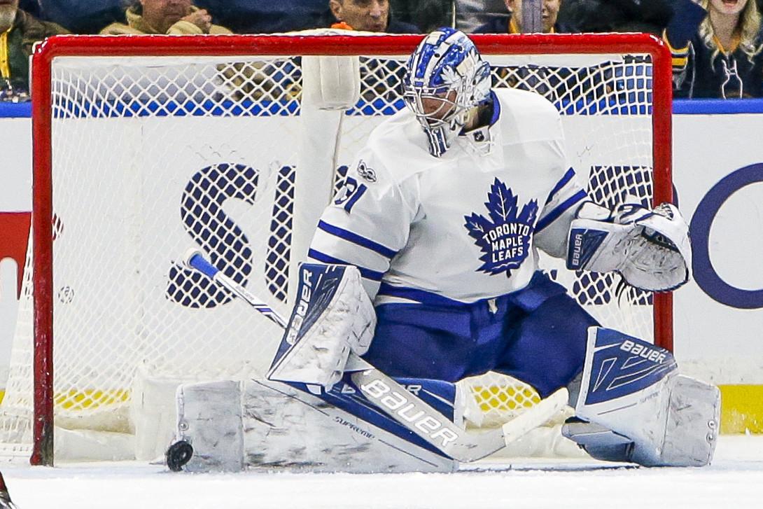 Van Riemsdyk stays hot as Maple Leafs beat Sabres