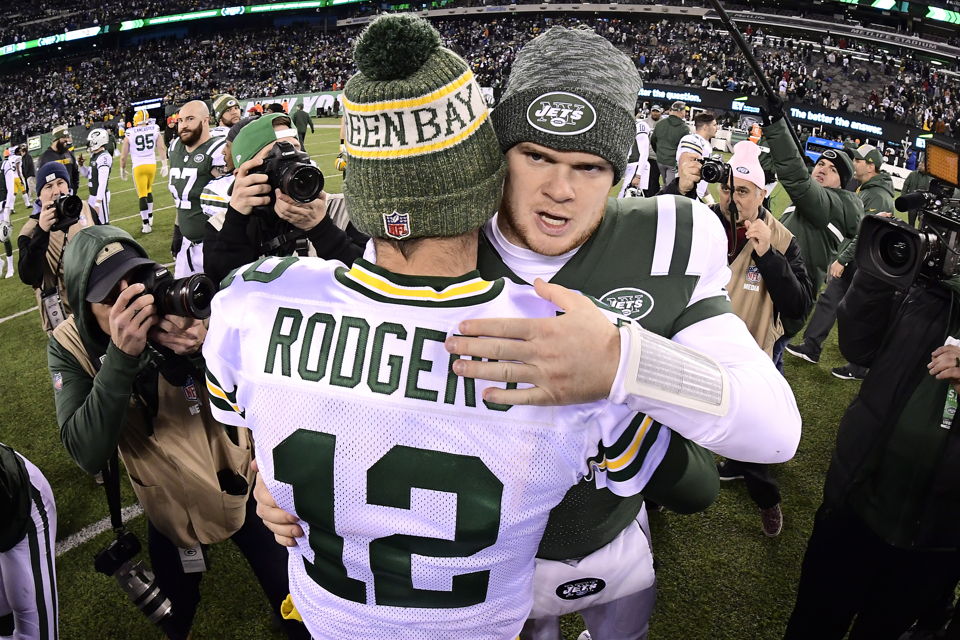 Aaron Rodgers or Sam Darnold in fantasy football dynasty league?