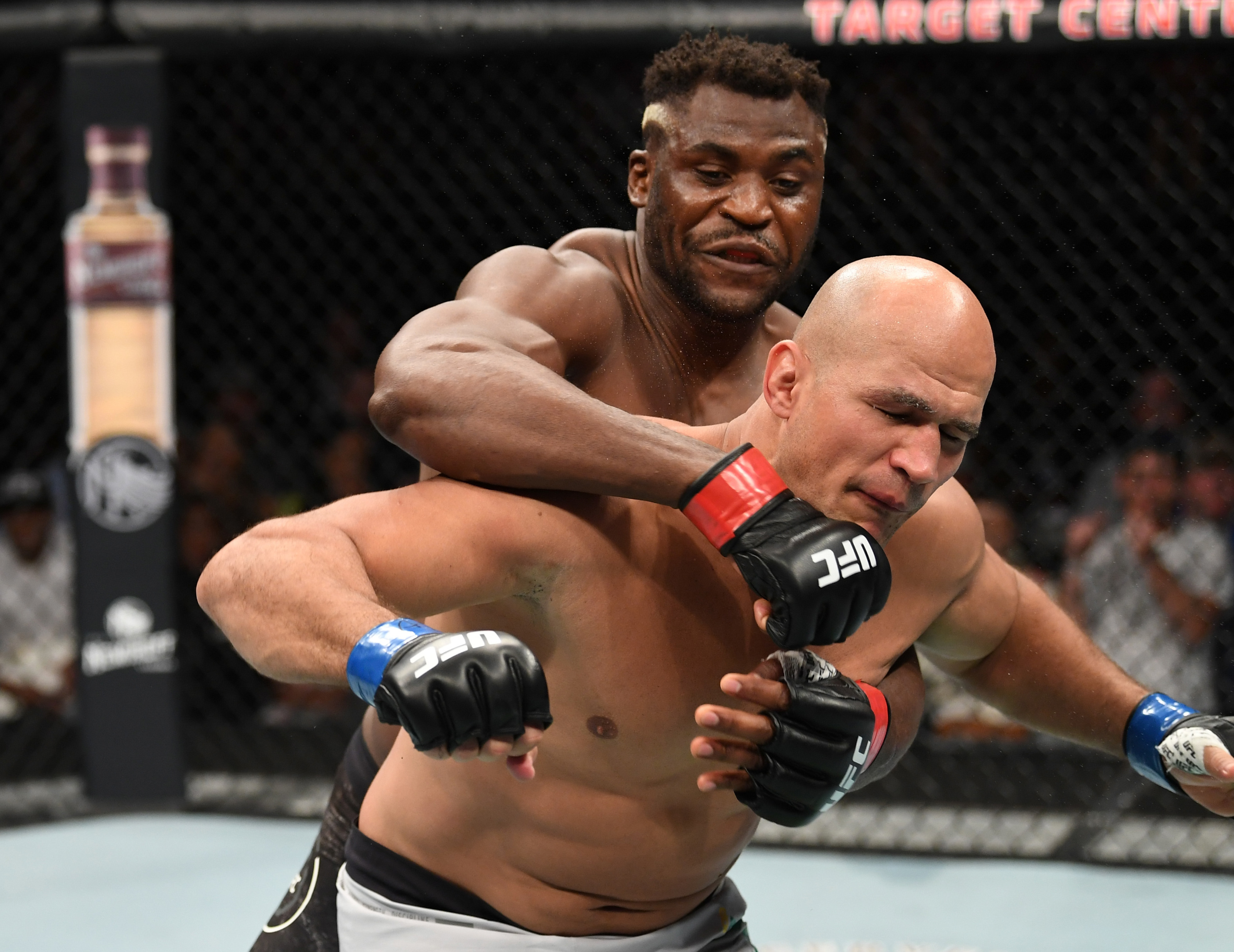 UFC Minneapolis: Twitter reacts to Francis Ngannou's quick knockout of Junior Dos Santos
