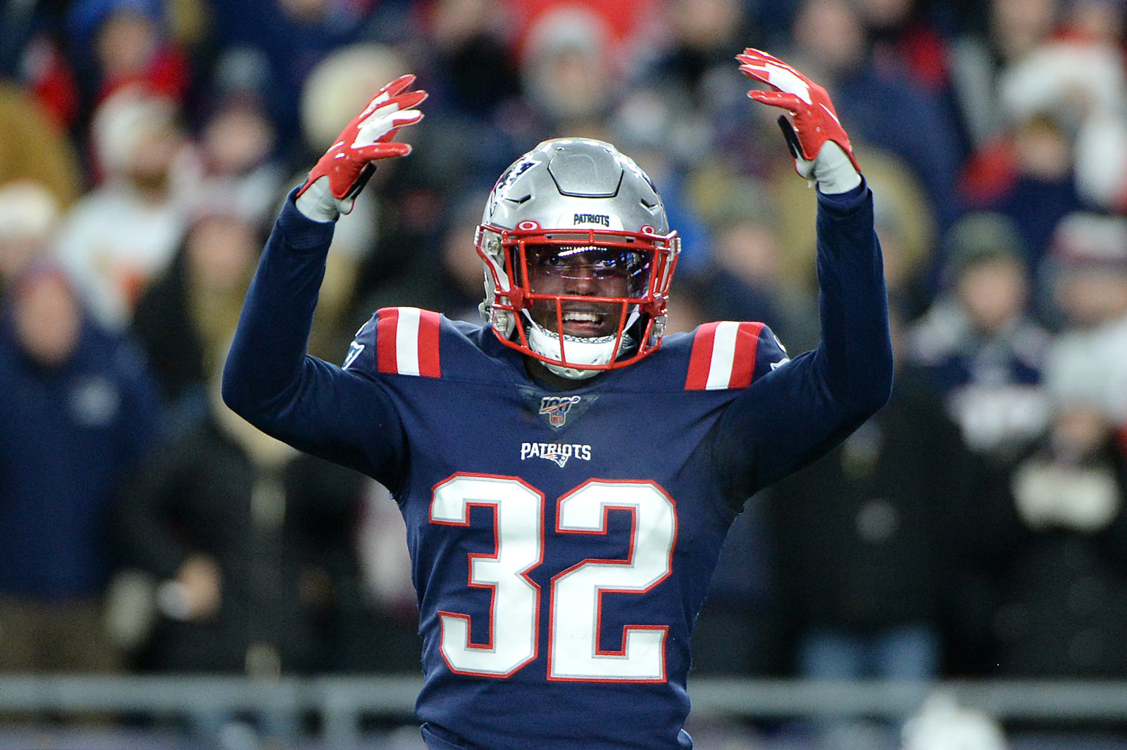 Patriots bring back Devin McCourty on a bargain contract