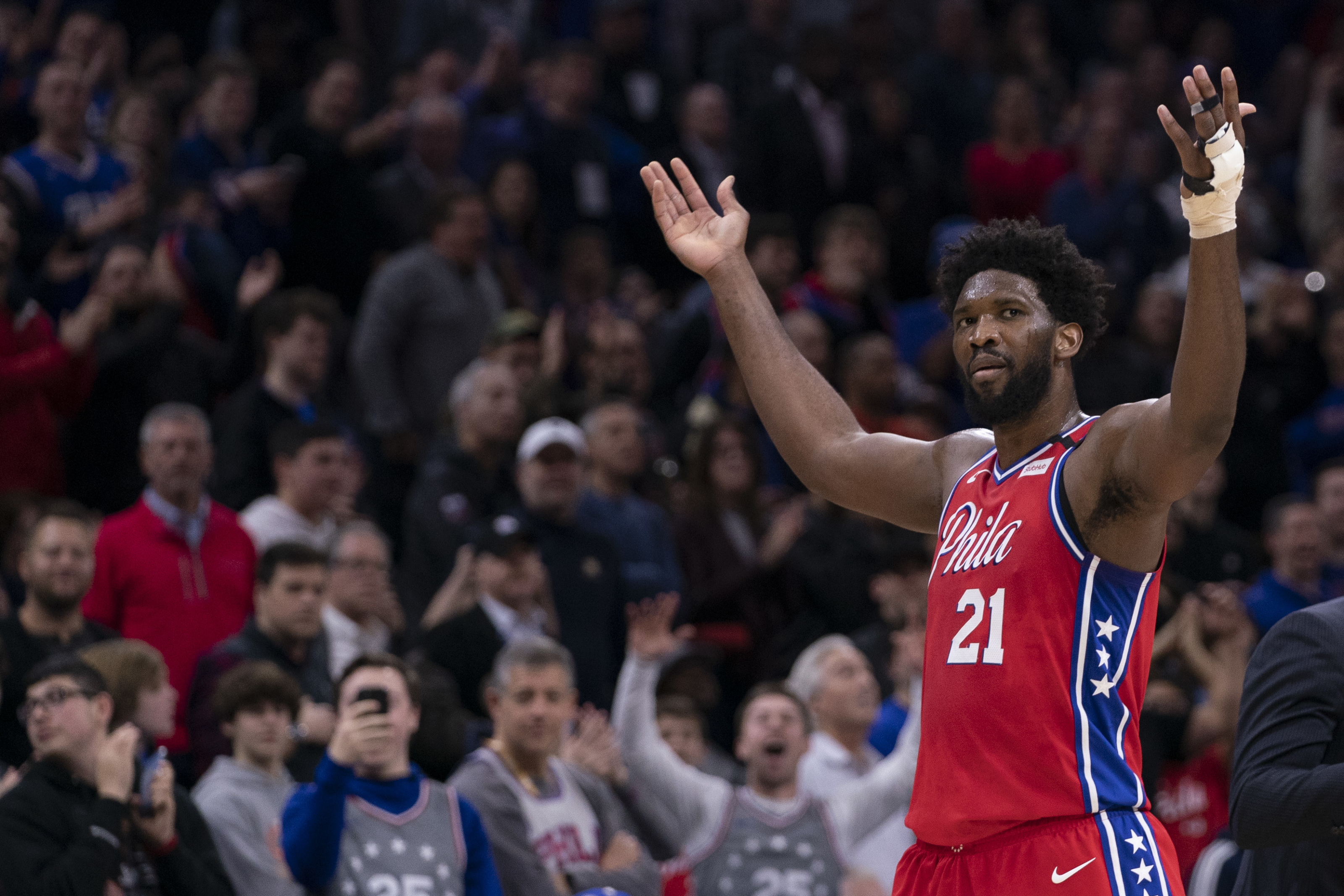 Joel Embiid's euro step was a hilarious travel (Video)