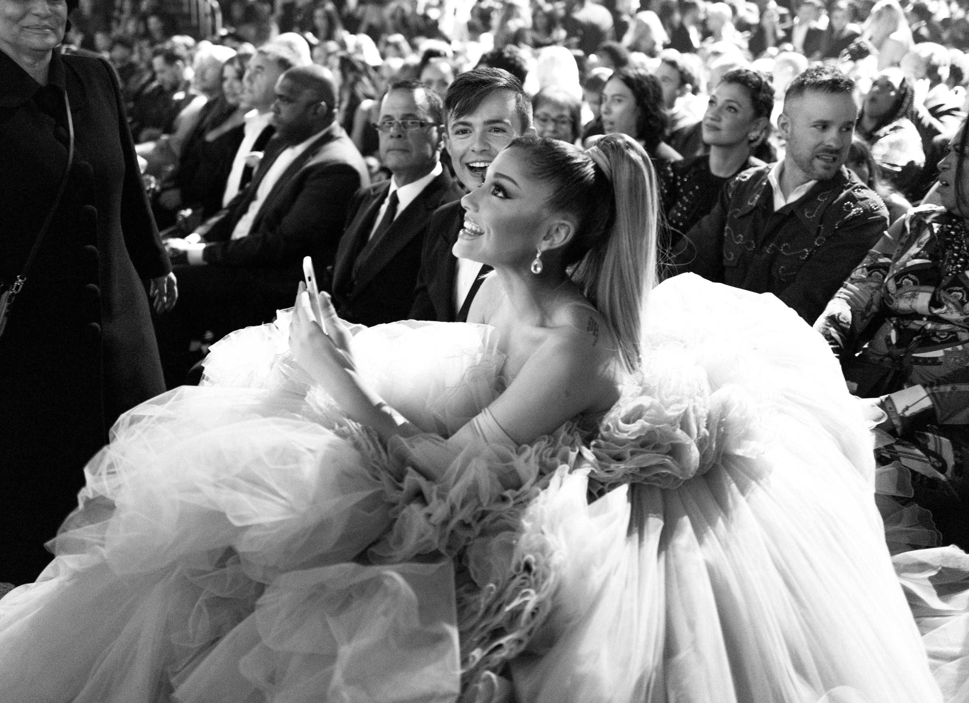 Tiranía cuadrado cinta  Watch Ariana Grande sing 'I Won't Say I'm in Love' on Disney Family  Singalong