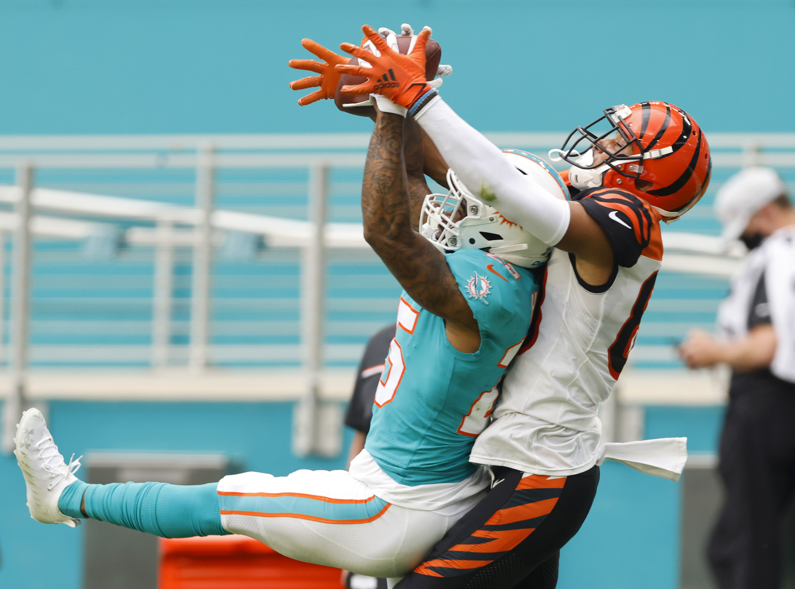 Tyler Boyd, Xavien Howard ejected after punches thrown in Bengals-Dolphins